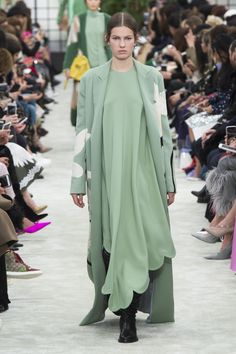 Roos van Elk for Valentino Fall 2018 Ready-to-Wear Collection - Vogue