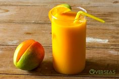Smoothie Recipes mango smoothie - Mango smoothies make excellent breakfasts, mid-day snacks, and hangover cures. You'll find these step by step Mango Smoothie Recipes delicious Fruit Smoothies, Smoothie Proteine, Mango Milkshake, Mango Pineapple Smoothie, Mango Smoothie Recipes, Nutritious Smoothies, Healthy Drinks, Mango Lassi, Green Superfood