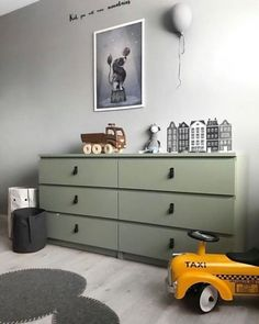 How to hack the Ikea Malm dresser ? Looking for some great ideas to upgrade your Ikea Malm dresser ? Today, we'd like to share with you 12 DIY … Ikea Hacks, Ikea Hack Kids, Ikea Kids Room, Kids Bedroom, Hacks Diy, Ikea Stolmen, Ikea Hack Bedroom, Ikea Malm Dresser, Kids Room Design