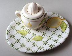 espremedor de limão com pratinho