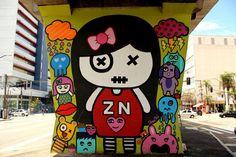 O MAAU (Museu Aberto de Arte Urbana) nasce para expor a aceitação do graffiti como uma arte que já faz parte da cidade. O projeto inédito, idealizado pelos artistas urbanos Chivitz e Binho, deu vida a uma verdadeira galeria de arte pública presente na Av. Cruzeiro do Sul, Zona Norte de São Paulo.    São 66 painéis criados por mais de 50 artistas. Vale a pena conferir de perto, enquanto isso, aprecie Ana K.!