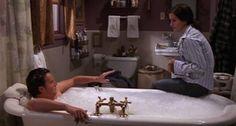La série Friends a bercé votre adolescence, et avouez-le, vous matez encore certains épisodes les lendemains de cuite. Vous pensez les connaître par coeur ? Nous avons retrouvé pour vous les meilleures scènes de salle de bain de cette série culte. #Friends #serie #bath
