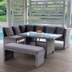 Sofagruppe med høyt spisebord i PE rotting fra Krogh Design. Deilige tykke puter i rygg og sete følger med, samt benken. www.krogh-design.no