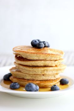 Gluten free, 5 ingredient simple almond flour pancakes that you have to try! Sup… Gluten free, 5 ingredient simple almond flour pancakes that you have to try! Super fluffy, less than 15 minutes to make and the only pancake recipe you will ever need! Banana Oatmeal Pancakes, Almond Pancakes, No Flour Pancakes, Gluten Free Pancakes, Pancakes Easy, Greek Yogurt Pancakes, Blueberry Pancakes, Make Almond Flour, Almond Flour Recipes