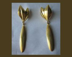These are richly golden dangle earrings by famed maker Robert Lee Morris from his high-end line, (not RLM Studio QVC) and are 24k gold plated. The way the