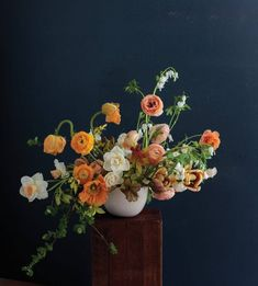 As a landscape designer constantly surrounded by flora and fauna, petals and patterns, I perennially pick through gardens, arranging my finds in vases arouAbove: Ashley Beyer's organically romantic arrangement feels effortless yet obviously required a fine-tuned hand