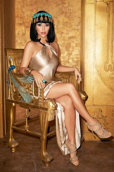 Kim Kardashian, February 2011    - HarpersBAZAAR.com