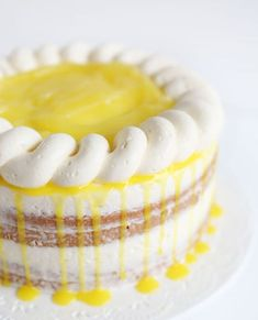 Lemon Cake with Lemon Buttercream- If you have a lemon lover in your life, this… - Kuchen Ideen :) Lemon Desserts, Lemon Recipes, Just Desserts, Sweet Recipes, Delicious Desserts, Cake Recipes, Dessert Recipes, Cupcakes, Cupcake Cakes