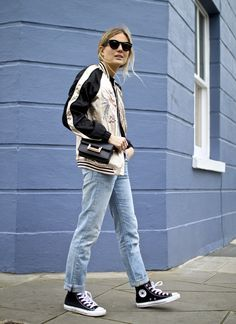 Lucy Williams de Fashion Me Now Fashion Me Now, Fashion Story, Fashion News, Kendall Jenner, Look Street Style, Floral Bomber Jacket, Jeans And Sneakers, Silhouette, Winter Fashion