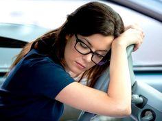 Cinturón de seguridad que evita que te duermas al volante. Investigadores del Instituto de Biomecánica de Valencia (IBV), en España, han creado un cinturón de seguridad que se da cuenta si el conductor de un vehículo se está quedando dormido, activando una alerta que lo saca de su estado de sueño y previene posibles accidentes frente a este tipo de peligrosas situaciones, las que se dan bastante durante viajes largos.