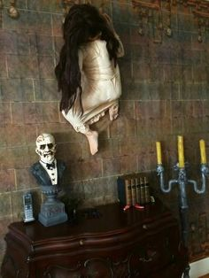 lsinicropi uploaded this image to & Asylum See the album on Photobucket. Adornos Halloween, Scary Halloween Decorations, Halloween Doll, Halloween Haunted Houses, Creepy Halloween, Outdoor Halloween, Halloween Horror, Diy Halloween Decorations, Halloween House