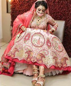 Indian Bridal Photos, Indian Bridal Outfits, Indian Bridal Fashion, Indian Bridal Wear, Wedding Lehenga Designs, Designer Bridal Lehenga, Indian Bridal Lehenga, Bridal Suits Punjabi, Indian Gowns Dresses