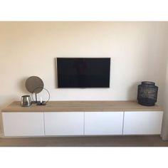Besta tv meubel eikenhouten plank - Boomstam-tafels Home Living Room, Apartment Living, Living Room Decor, Living Room Tv Unit Designs, Tv Decor, Home Decor, Tv Furniture, Küchen Design, Family Room