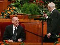 5 times Pres Hinckley made us laugh out loud...including the story of the barrel of bricks....Also video of women's conference