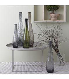 Bestes Design trifft auf perfekte Glaskunst! Die originelle Struktur entsteht beim Einarbeiten von Pulver ins Glasmaterial. Ein tolles Stück mit Unikat-Charakter. auch ohne Blumen ein Blickfangfür hohe, schlanke Sträußein weiteren Farben erhältlichGröße (B/H/T): 132/500/132mm