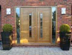 contemporary double doors Contemporary Double Doors FHB with vision panels and fully glazed sidelights Eu contemporary double doors Contemporary Double Doors FHB with vision panels and fully glazed sidelights European Oak Overall frame Sizes: x Modern Entrance Door, Modern Front Door, Front Door Entrance, Entry Doors, Front Entry, Oak Doors, Garage Doors, Double Door Design, Main Door Design