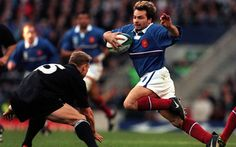 Christophe Dominici on his way to scoring a try for France against New Zealand in the 1999 World Cup final