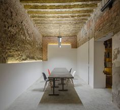Image 2 of 22 from gallery of San Jerónimo Atelier / CUAC Arquitectura. Photograph by Fernando Alda Architecture Details, Interior Architecture, Interior And Exterior, Futuristic Architecture, Luxury Interior, Exterior Design, Atelier Design, Office Interiors, Loft Interiors
