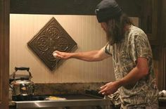 Jase--Making steak and eggs at Willie's Duck Dynasty Cast, Duck Dynasty Family, Jase Robertson, Robertson Family, Funny P, Funny Memes, Hilarious, Funny Stuff, Duck Commander