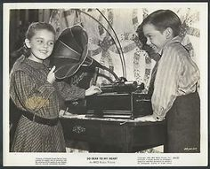 Luana Patten and Bobby Driscoll between scenes of So Dear to My Heart Hollywood Music, Old Hollywood, Bobby Driscoll, Uncle Remus, Song Of The South, Child Actors, Movie Photo, Classic Films, On Set