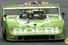 """13 Marzo 1969, 40 anni fa. Al Salone di Ginevra Ferry Porsche presentava la sua vettura """"super sport"""", la 917.Il progetto Porsche 917 era iniziato nel Giugno 1968,il primo successo arrivò nell'agosto 1969 alla 1000 Km di Zeltweg con l'equipaggio formato da Jo Siffert e Kurt Ahrens. Cinque litri e peso minimo di 800 kg. Un dodici cilindri contrapposti ottenuto accoppiando due motori da sei cilindri capace di 520 CV con cilindrata 4.5 litri. In realtà la prima prova era stata..."""