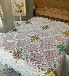 31 new Crochet ideas Poncho Crochet, Crochet Bedspread Pattern, Crochet Case, Crochet Motif Patterns, Chenille Bedspread, Crochet Quilt, Baby Knitting Patterns, Baby Blanket Crochet, Diy Crafts Crochet