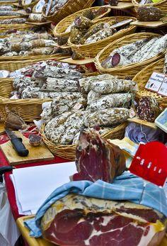 Gordes Market, Luberon, Provence - my favourite luberon market buy at every one was the sausicon (sp?) - YUMMMMMMMMMMM!