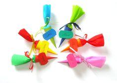 Mini Schultüten Tischkarten zur Einschulung. Kunterbunt oder in deiner Wunschfarbkombi ...