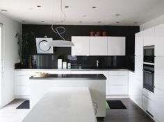 Black and white Dining Area, Kitchen Dining, White Home Decor, Kitchen Pictures, White Houses, Kitchen Furniture, New Homes, Black And White, Interior Design