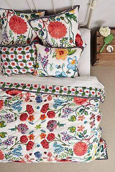Schlafen wie in einem Blumengarten in dieser geblümten Bettwäsche