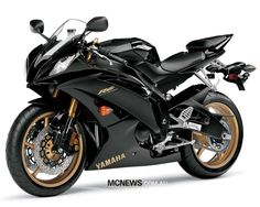 Yamaha - This looks just like my first motorcycle. Yamaha Yzf R6, Yamaha Motorcycles, Custom Motorcycles, Suzuki Hayabusa, Scooters, Motor Yamaha, Course Moto, Motorcycle Wallpaper, Motorcycle News