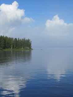 aamusva nousee järveltä