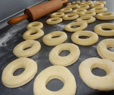 Macarons, Doughnut, Donuts, Sweet Tooth, Picnic, Food And Drink, Cooking Recipes, Sweets, Cookies
