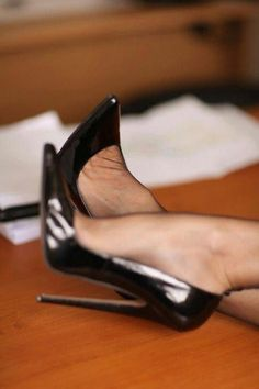 stiletto heels classy Source by supremehighfashionheels. Hot Heels, Sexy High Heels, High Heel Pumps, High Heels Boots, Extreme High Heels, Black Stiletto Heels, Nylons Heels, Stockings Heels, Pumps Heels