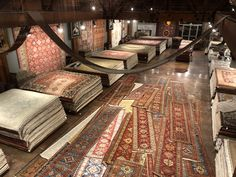 Handwoven modern rugs and oriental rugs. The human touch and countless hours spent perfecting each rug make them functional pieces of art. Oriental Carpet, Oriental Rugs, Grand Bazaar Istanbul, Carpet Shops, Carpet Cleaning Machines, Showroom Design, Afghan Rugs, Rug Sale, Large Rugs