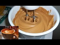 FAÇA CAFÉ CREMOSO COM APENAS 3 INGREDIENTES - YouTube Cappuccino Cafe, Coffee Cafe, Coffee Drinks, Iced Coffee, Chocolates, Portuguese Recipes, Frappuccino, Coffee Recipes, Food Trends