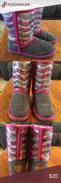 Girls boots. EUC. Grey with pink & silver sequins. Used for a couple months only. 1 tiny spot on each boot as I have pointed to in pic #4. Fit a little small, I'd say more like a 2. Dije Shoes Boots