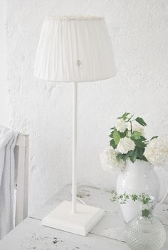 Las Cositas de Beach & eau: Con la mente EN BLANCO............................. Decor, White Light, House Styles, White Shabby Chic, White Living, White Beadboard, Light Shades, White, White Decor