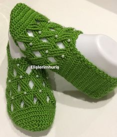 This post was discovered by Saife Büşra. Discover (and save!) your own Posts on Qoster. Crochet Stitches Patterns, Thread Crochet, Filet Crochet, Baby Knitting Patterns, Knit Crochet, Easy Crochet Slippers, Crochet Baby Booties, Free Crochet Bag, Crochet Slipper Pattern