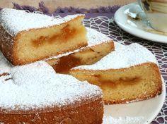 La torta versata è la furbata che consente di ottenere una base estremamente soffice con un ripieno che non scende sul fondo durante la cottura in forno.