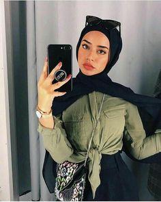 Image may contain: 1 person, phone – Hijab Fashion Modern Hijab Fashion, Street Hijab Fashion, Muslim Fashion, Modest Fashion, Hijab Dress, Hijab Outfit, Hijab Mode Inspiration, Mode Turban, Turban Hijab