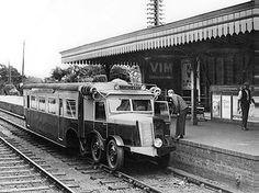 Michelin diesel railcar at Ascot, 1932 Rail Transport, London Transport, British Rail, British Isles, Disused Stations, Old Train Station, Railroad Photography, Rail Car, Old Trains