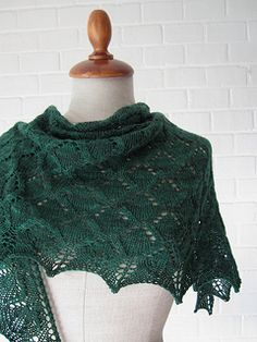 Green River Shawl, a free pattern by maanel on Ravelry. This shawl is knit with The Uncommon Thread Super Sock on size 5 (US) needles. Very pretty, love this colorway!