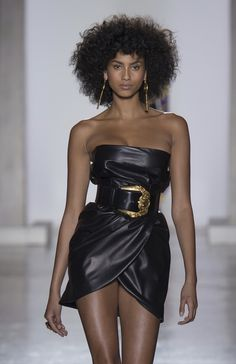VERSACE Fall 2018 Ready-To-Wear Look #30 up close detail featuring IMAAN HAMMAM