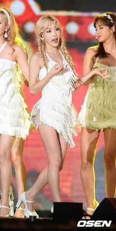 """【PHOTO】少女時代「K-POP Super Concert」でステージ披露""""女神たちのパフォーマンス"""" - K-POP…"""