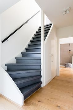 Painted Staircases, Staircase Handrail, Painted Stairs, Staircase Design, Stair Renovation, Happy New Home, Interior Stairs, House Stairs, Industrial House