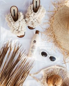 Discover recipes, home ideas, style inspiration and other ideas to try. Beach Flatlay, Summer Flatlay, Flat Lay Photography, Jewelry Photography, Photography Ideas, Beach Aesthetic, Summer Aesthetic, Flat Lay Inspiration, Flat Lay Photos