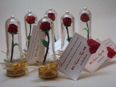Lembrancinhas mini tubo, com mini rosa em origami, a base pode ser prata ou dourada, ideal para l