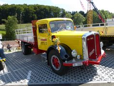 Berna Transporter am Saurer Treff im Campus Sursee am Old Trucks, Pickup Trucks, Transporter, Coaches, Trailers, Antique Cars, Transportation, Vans, Europe