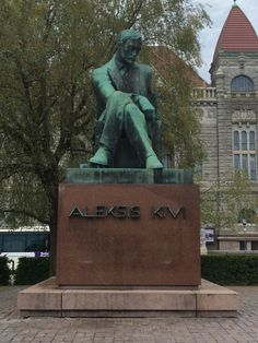 Statue of Finnish author Aleksis Kivi in front of the Finish National Theatre in Helsinki. Visit Helsinki, National Theatre, Interesting History, Beautiful Buildings, Capital City, Time Travel, Summer Time, Literature, Sculptures
